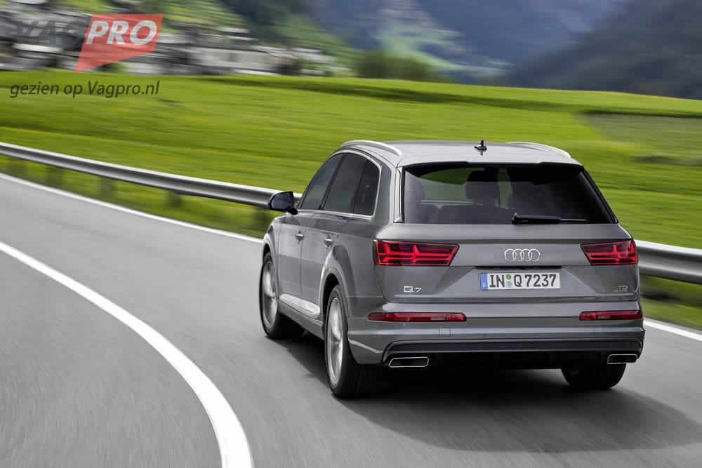 Audi Q7 achterzijde grijs